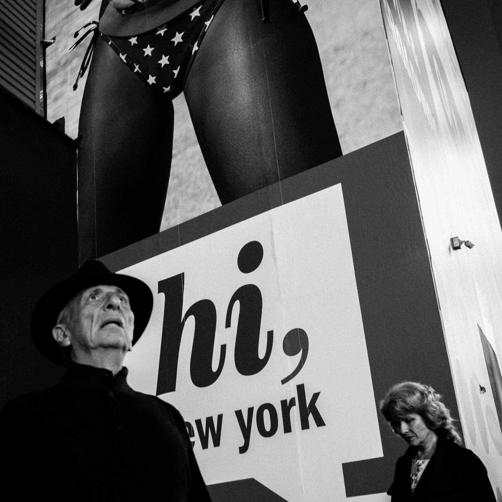 reise bericht new york gotham hi sign mit altem mann mit hut