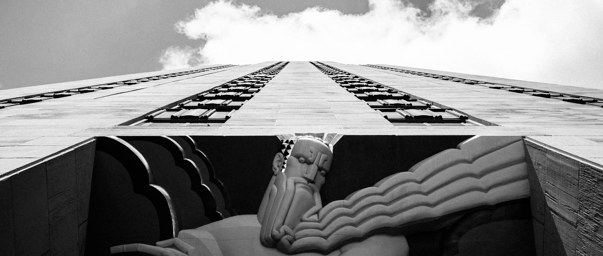 reise bericht new york gotham rockefeller building von unten mit herkules