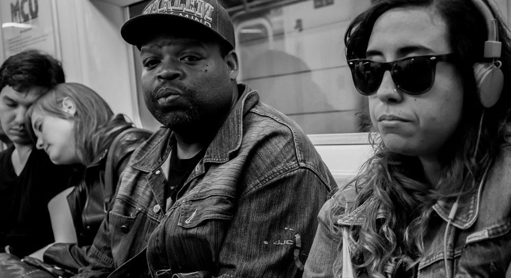 reise bericht new york gotham farbiger in ubahn mit harlem mütze