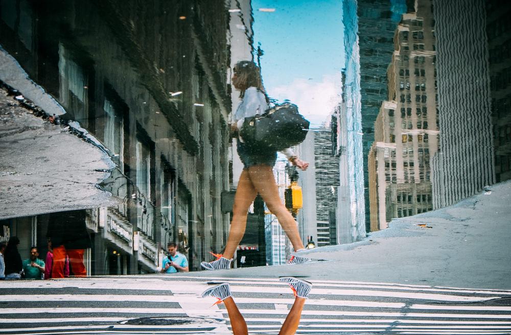 reise bericht new york gotham spiegelung im wasser zebrastreifen
